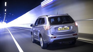 Mitsubishi Outlander PHEV wins Fleet World Award